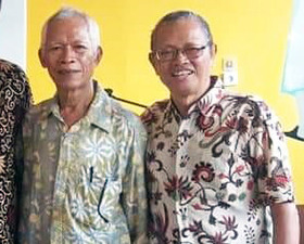 Retirees Andreas Sarno (right) and Bintang Sirait (left) are in prison after giving out a tract.